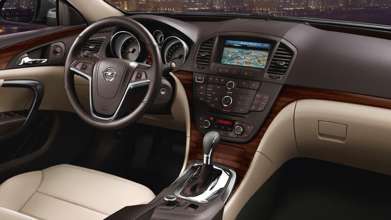 Review masina second hand opel insignia for Interior opel insignia 2015